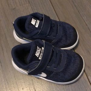 Toddler Nike Sneakers Size 6c
